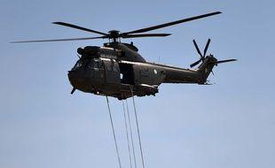 Un hélicoptère de l'armée pakistanaise le 23 mars 2015.