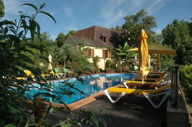 La piscine de 12 mètres de la propriété.