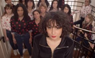 Barbara Pravi dans le clip de «Notes pour trop tard x Le Malamour ».