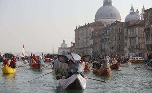 Les poissons-robots permettront de surveiller la lagune de Venise, prise d'assaut par les touristes.