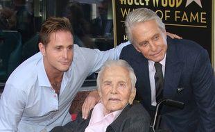 Trois générations de Douglas, Cameron, Kirk et Michael, sur le Walk of Fame