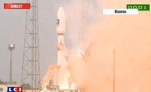 Capture d'écran d'une vidéo montrant une fusée Soyouz au moment de son décollage depuis la base française de Kourou, le 21 octobre 2011.