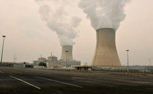 """Le réacteur numéro un de la centrale nucléaire de Civaux (Vienne) a été évacué jeudi après le déclenchement concomitant des dosimètres de six intervenants lors d'une opération de décontamination, un incident """"négligeable"""" qui selon l'Autorité de sûreté nucléaire devrait être classé au niveau 0, le plus faible."""