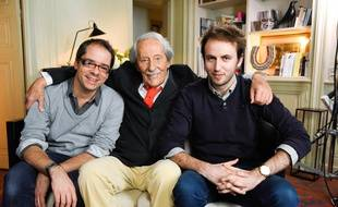 Michel Pimpant et Quentin Leclerc (à droite) entourent le comédien Jean Rochefort.