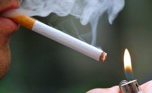 Les prix des paquets de cigarettes augmenteront de 40 centimes le 1er octobre, soit une hausse supérieure à 6%, a annoncé vendredi le ministre du Budget, Jérôme Cahuzac, ce qui portera les paquets les moins chers à 6,10 euros l'unité et les plus chers à 6,60 euros.