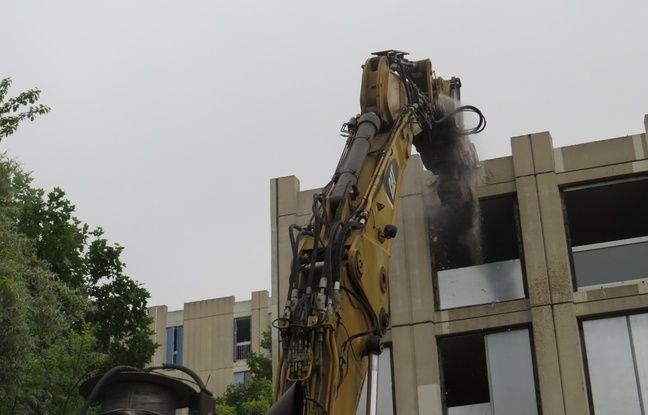 marseille la destruction de l 39 immeuble de zidane donne le coup d 39 envoi de la r habilitation de. Black Bedroom Furniture Sets. Home Design Ideas