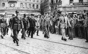 Le général De Gaulle remontant la rue de la république en septembre 1944 au lendemain de la Libération