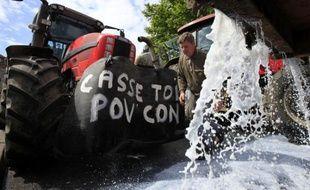 Manifestation de producteurs de lait à Boulogne-sur-Mer, dans le Pas-de-Calais, le 19 mai 2009.