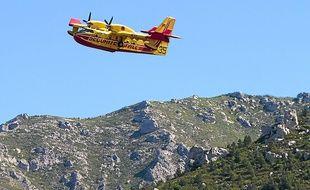Les marins-pompiers peuvent faire appel aux bombardiers d'eau.