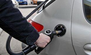 Vu d'une pompe à essence à Paris le 8 février 2011