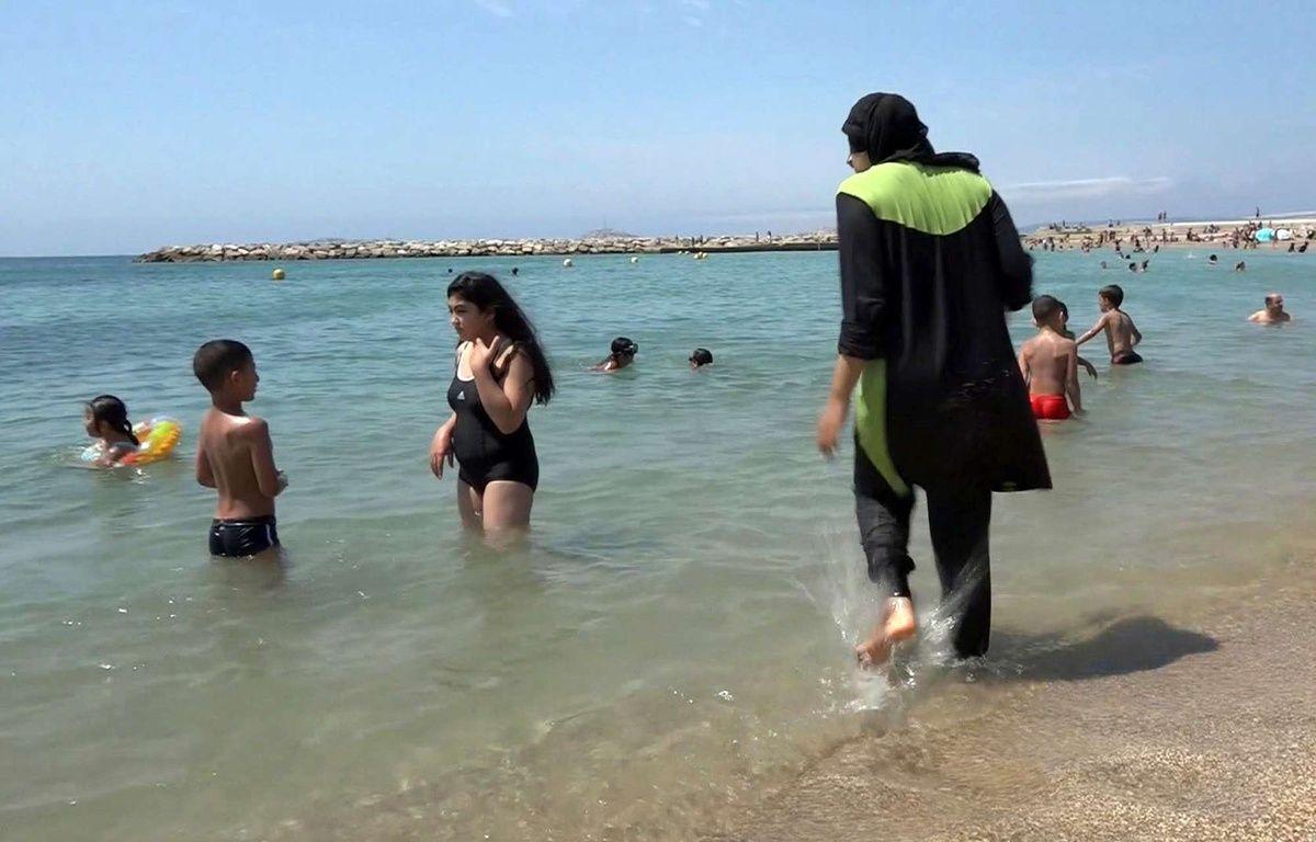 Deux communes des Alpes-Maritimes ont pris des arrêtés interdisant le «burkini» sur les plages. – AP/SIPA