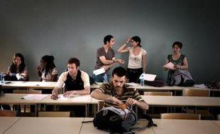 Des étudiants s'installent dans une salle de cours de l'Université Lyon 2, le 22 mai 2009 à Lyon.