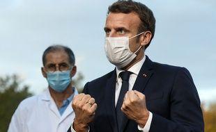 Emmanuel Macron lors d'un déplacement au centre hospitalier René Dubos de Pontoise, dans le Val d'Oise, le 23 octobre 2020.