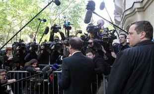 """La garde rapprochée de François Hollande était rassemblée lundi matin à son QG de campagne, à Paris, pour """"préparer l'avenir"""" autour du président élu, avec notamment Pierre Moscovici et Manuel Valls."""