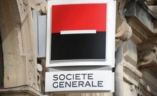 """La Société générale envisage de supprimer d'ici à fin 2013 """"plusieurs centaines"""" de postes en France, a-t-on appris vendredi de sources syndicales, l'une d'elles évoquant une fourchette de """"600 à 700"""" donnée par la direction."""
