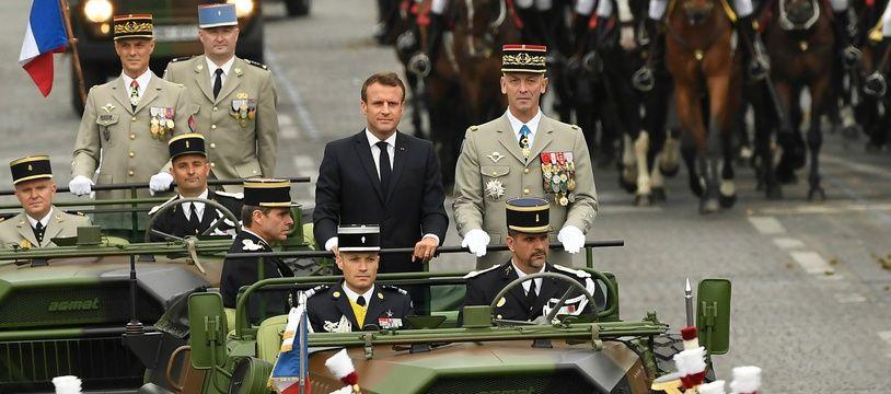 Emmanuel Macron passe en revue les troupes dimanche 14 juillet 2019 sur les Champs-Elysées.