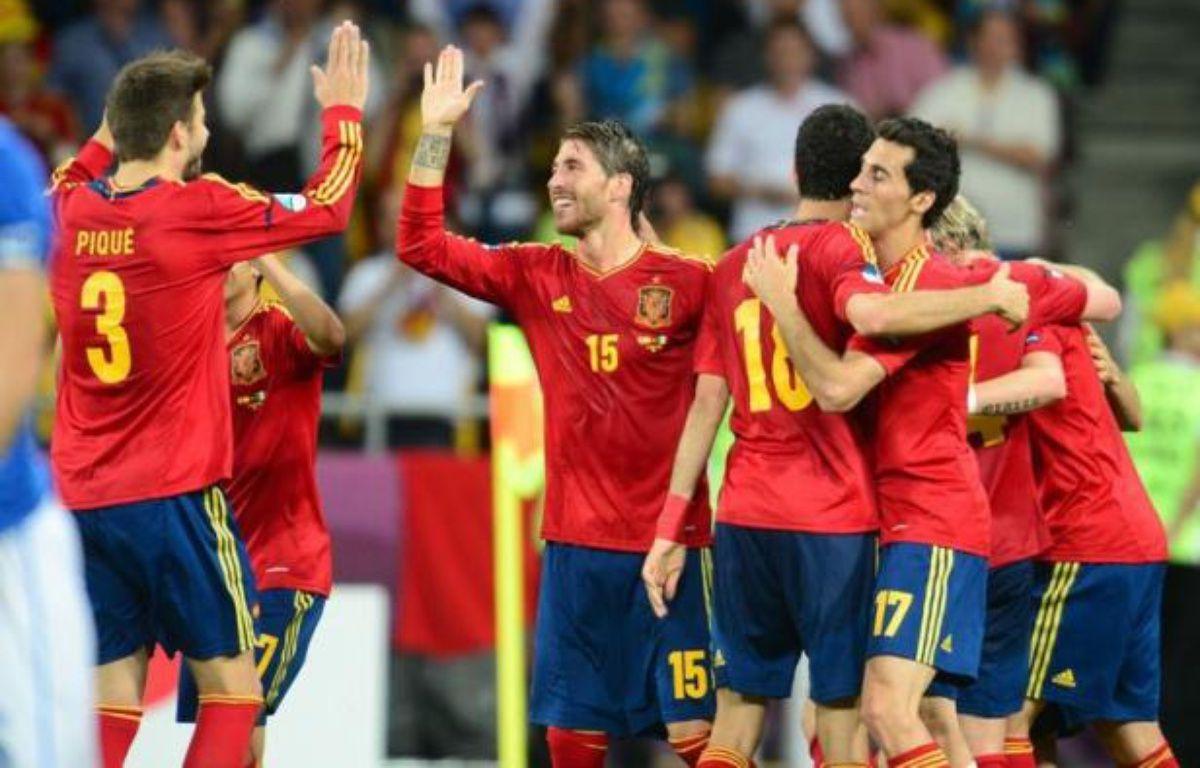 L'Espagne, championne du monde en 2010 et d'Europe en 2008, a signé dimanche en gagnant l'Euro-2012 un retentissant triplé Euro-Mondial-Euro encore jamais réalisé dans l'histoire du football, consacrant un style et une génération exceptionnelle. – Franck Fife afp.com