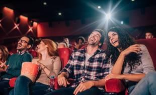 En parallèle des petits cinémas populaires, les immenses multiplexes font grimper le prix de la place de cinéma.