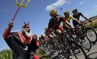 Lors de la 10e étape les coureurs iront de Tarbes jusqu'à La Pierre-Saint-Martin.  AFP PHOTO / LIONEL BONAVENTURE