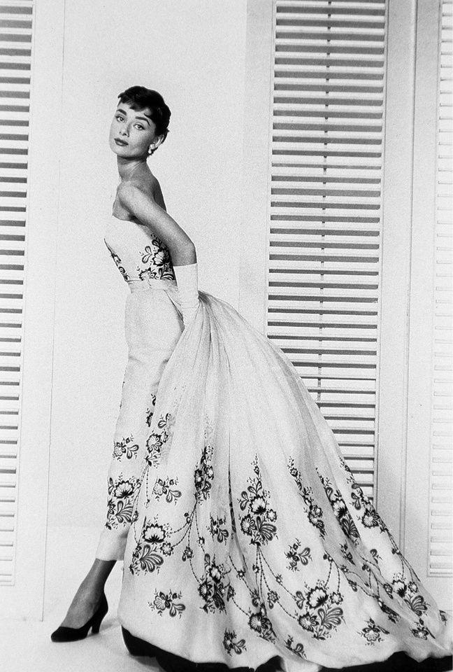 Audrey Hepburn habillée en Givenchy.