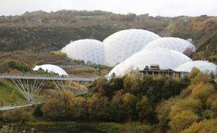 """Sous les immenses dômes de l'""""Eden Project"""", un paradis tropical financé par des fonds européens s'épanouit dans la campagne des Cornouailles britanniques, en fort contraste avec le climat généralement glacial qui caractérise les relations du Royaume-Uni et de l'UE."""