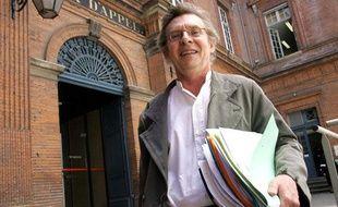Portrait de Me Christian Etelin, l'avocat du suspect des tueries de Toulouse et Montauban.