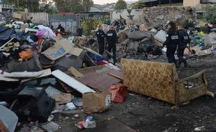 Le plus grand campement de Roms de Marseille, où vivaient entre 300 et 400 personnes selon les sources, a été démantelé lundi matin, tous ses occupants ayant déjà quitté les lieux.