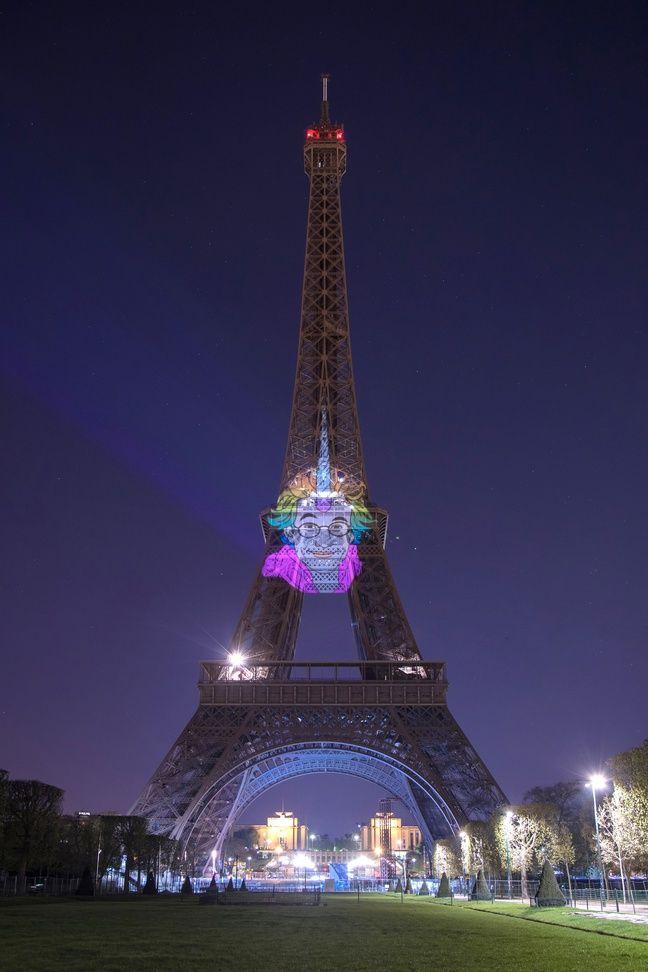 Le visage de l'artiste John Hamon en licorne sur la Tour Eiffel dans la nuit du dimanche 7 au lundi 8 avril 2019