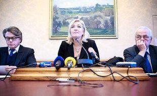 Conférence de presse du parti politique d'extrême droite RBM (Rassemblement Bleu Marine) en présence de Marine Le Pen et Gilbert Collard au 6e bureau de l'Assemblée nationale, le 4 novembre 2012.