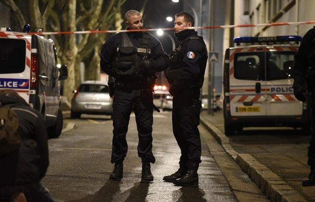 Des policiers à Villeurbanne le 7 février 2016.