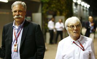 Chase Carey et Bernie Ecclestone, le nouveau et l'ancien patron de la Formule 1, en visite lors du GP de Singapour le 18 septembre 2016.