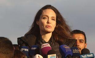 Deux jours après sa visite dans le camp de réfugiés syriens en Jordanie, Angelina Jolie a été reçue à l'Elysée par Brigitte Macron, le 30 janvier 2018.