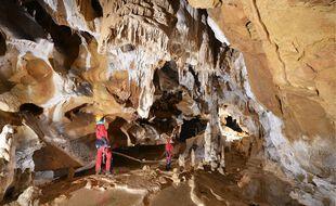 Les 14 aventuriers de la science vont rester 40 jours à l'intérieur de la grotte de Lombrives.