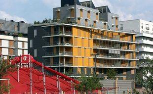 Immeubles récents, allée Henri Frenay à Grenoble, dans la ZAC de Bonne.