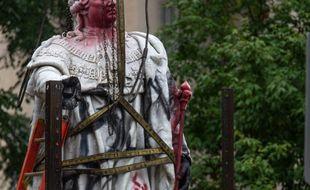 La statue de Louis XVI, vandalisée à Louisville après des manifestations contre les violences policières et raciales aux Etats-Unis.