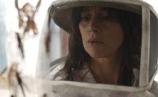Suliane Brahim dans le film La Nuée.
