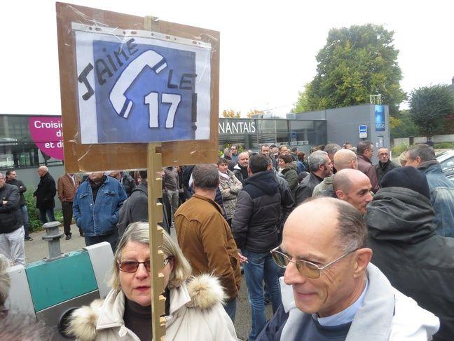 Des habitants sont venus soutenir la police à Nantes