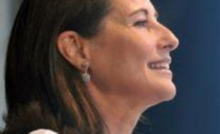 """Ségolène Royal a appelé jeudi à La Rochelle Nicolas Sarkozy à """"sortir de l'inertie"""" et de """"l'illusion du mouvement"""" et à apporter des """"réponses concrètes"""" aux """"besoins extrêmement urgents"""" exprimés en cette rentrée."""