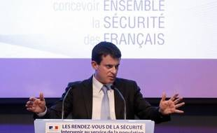 """Le ministre de l'Intérieur, Manuel Valls, interrogé dans Le Parisien vendredi sur la fermeture d'une partie des quais de Seine à la circulation à Paris, a demandé de """"tenir compte des difficultés qu'éprouvent les banlieusards""""."""