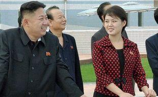 Le leader nord-coréen Kim Jong-Un et sa femme, Ri Sol-ju, lors d'une visite à  Pyongyang le 25 juillet 2012.