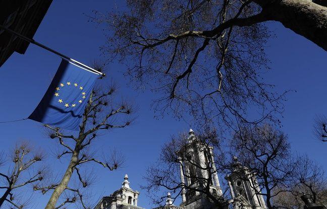 648x415 un drapeau europeen devant les bureaux de l union europeenne a londres