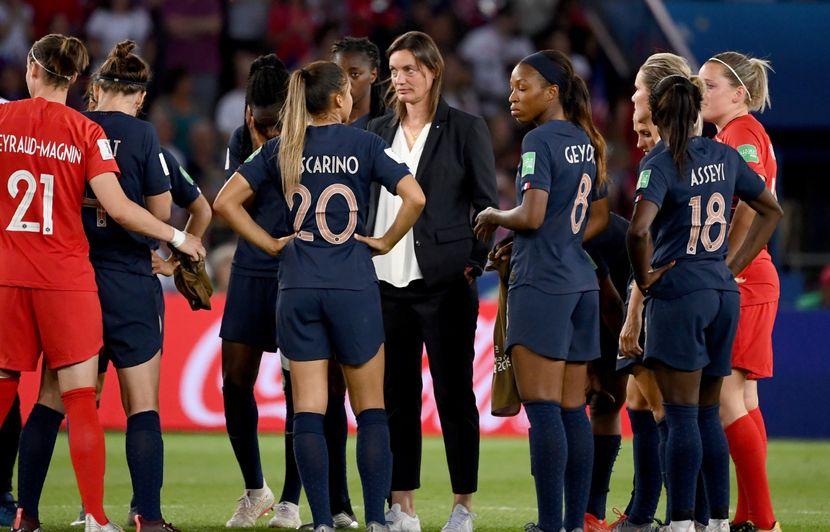 Equipe de France: Renouvellement, mentalité et moyens financiers... Après la sortie des Bleues, on fait quoi maintenant?