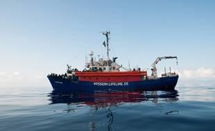 Le bateau Lifeline est coincé en Méditerranée alors que l'Italie lui refuse l'entrée dans ses ports et que la France ne semble pas prête à accueillir les 234 migrants à bord.