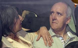 Dany Leprince quitte la maison centrale de Poissy, le 8 Juillet 2010, en compagnie de sa nouvelle épouse, Béatrice.