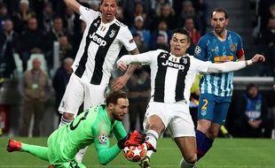 Cristiano Ronaldo a commis une faute sur Jan Oblak, but refusé donc pour la Juve