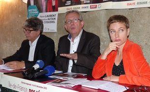Pierre Laurent, tête de liste du Front de Gauche aux élections régionales en île-de-France, entouré de Clémentine Autin (Ensemble) et d'Eric Coquerel (Front de Gauche).