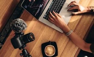 Certains ordinateurs portables permettent de faire du montage vidéo, même en déplacement.