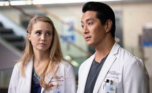 Fiona Gubelmann, et Will Yun Lee dans la série « The Good Doctor ».