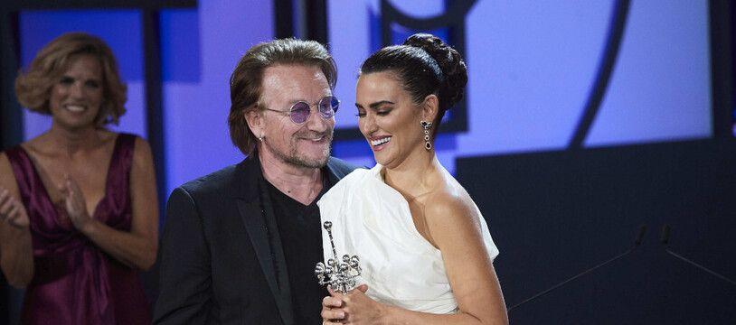 Le chanteur Bono et l'actrice Penelope Cruz au 67e festival de San Sebastian