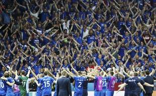 Le célèbre clapping islandais pendant Islande-Angleterre.